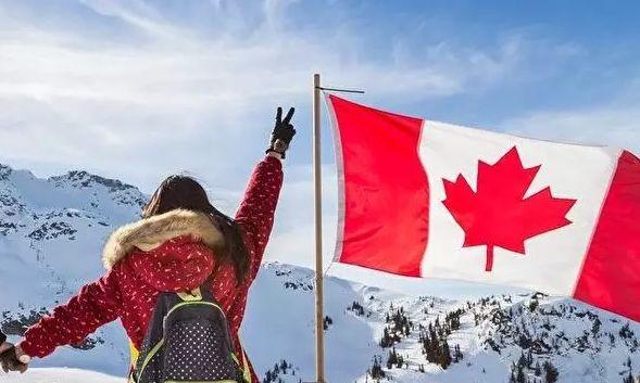 """移民加拿大的家庭,當初在做決定的時候,一定是從很多方面綜合考慮了的:社會環境、生活環境、福利制度、醫療水平等等,這其中一定有的原因,就是為了下一代的成長。選擇移民加拿大前,經過了一番比較;移民加拿大后,午夜夢回之時,也難免會糾結:當初的選擇是對的么?尤其是近些年中國發展得如火如荼,相比海這頭不聲不響的加拿大,感覺步伐要快得多。""""我們移民到底移對了么,孩子在加拿大是否有個更好的未來?""""成了很多人心中反復問自己的一句話。一位移民二代致父母的話中,給出了答..."""
