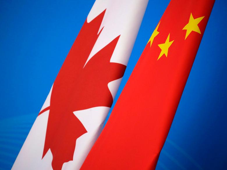 """对于从小在中国长大,几乎没出过国的人来说,不存在什么""""在哪生活""""——祖国,才是最好的;对于一些在加拿大出生的""""第二代华侨"""",如果极少回国的话,也不存在纠结于""""选择哪里""""——加拿大多好啊,是故乡,干嘛考虑别的地方?但,对于那些选择移民,但又割舍不下祖国的人来说,即便已经拿到加拿大绿卡甚至国籍,还是会思考:到底我是要回国,还是留在加拿大?说实话,这个问题可谓是世界级难题,大家争论不休,根本得不出一个答案,经常陷入无尽的纠结,不信请看一个真实的""""内心独白"""":我想回国,因为无现金支付时代,听着..."""