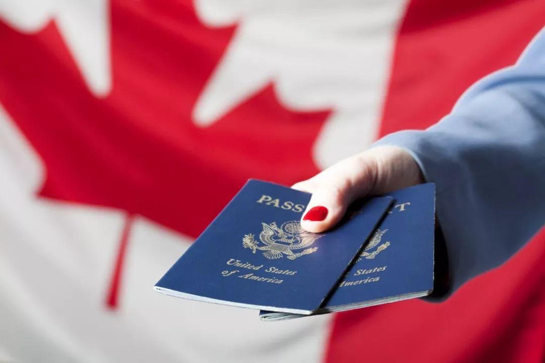 翻脸比翻书还快!6成加拿大人不再欢迎移民!华人网友吵起来了