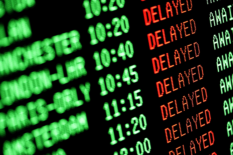 """都说顾客就是上帝,但在航空领域,因为各种所谓的""""不可抗因素"""",让乘客屡屡吃哑巴亏。最难受的就是航班延误,有时一延误就是好几小时,但确实是因为天气原因,不是航空公司的责任。但,航空公司不负责,对于一些赶着谈大生意的旅客来说,这损失谁来弥补?自己承受啊?还有就是行李丢失或损坏的赔付,有的航空公司和机场做的到位,有的规则也是模棱两可。即便是在各项管控都做的很到位的加拿大,乘客和航空公司的烦心事也每天都在发生。好在,从今天开始,加拿大最新的【乘客保护条例】正式开始生效!这个条例有多能保障乘客如..."""