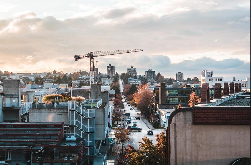 据VancouverCourier报道,房地产销售和研究公司MLAAdvisory近日发布的《2019年年中房地产洞察报告》称,大温地区新上市预售房屋的供应量下降了近一半。报告表示,2019年前6个月,大温地区新房有4000多套,而去年这个数字接近8000套。2019年1月至6月,大温地区只仅有4123套新公寓和城市屋,而2018年上半年,大温地区有7753套新公寓和城市屋。这意味着新房供应量下降了47%。供应大幅减少,新房的销售率更低,6月份新屋销售仅占去年同...