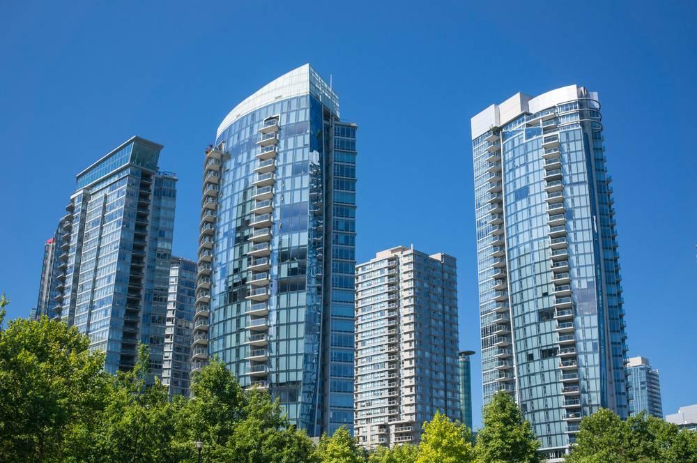 2019年7月份加拿大各城市房租今天出炉,照例依然先看一下一卧室租金的前10名:这份排名来自Padmapper,里面的城市并不包括一些大家熟悉的,比如了列治文、万锦等等。在这个排名中,多伦多依旧领跑,一卧室平均租金价格2290元。紧随其后的当然是温哥华,一卧室平均租金2200元,和多伦多差距不大。第三到第五名是本拿比、巴里、蒙特利尔。第6到第10位是维多利亚、基隆那、基其纳、哈密尔顿和渥太华。此次一卧室租金价格排名,和上个月区别不大,前7名都和之前保持一致,基其纳和哈密尔顿各自上升了2...