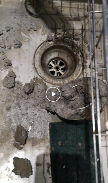 洗碗池、浴缸灌满水泥,门锁被强力胶粘死,大温还有比我更惨的房东么?!