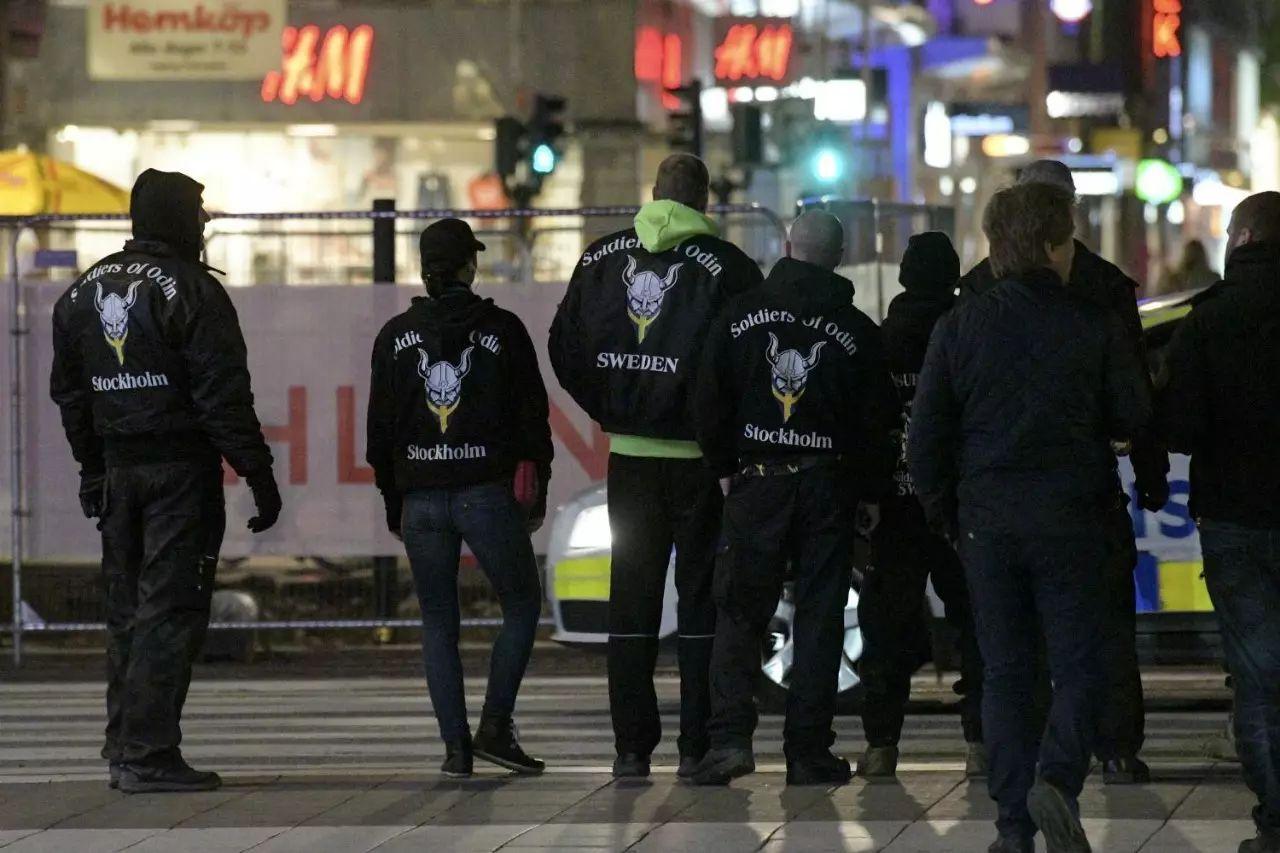 忧心:反移民活动在大温愈演愈烈!纳粹组织要在这所中学办追悼会!