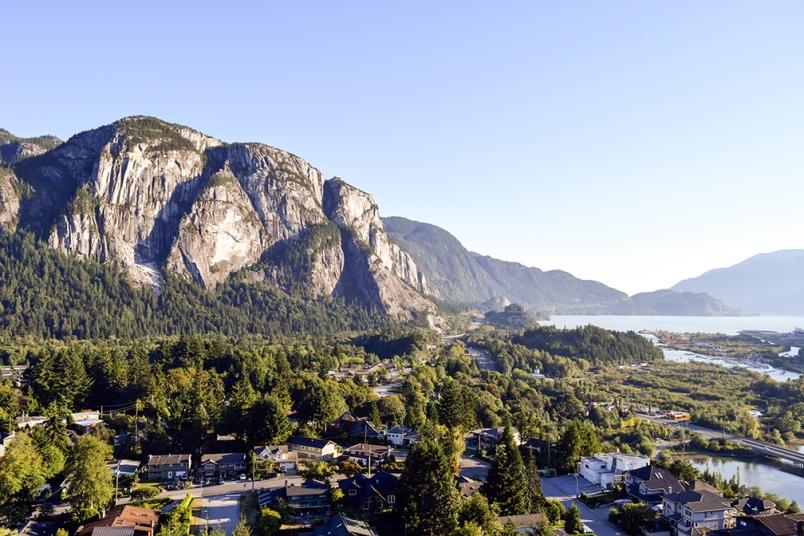 大温地区的城市、社区,大家都很熟悉,北到西北温,南到措瓦森,东到兰里枫树岭。如果在大温工作,选择安家之地基本上不会在这些区域之外。出了大温的城市,都不能考虑吗?比如Squamish会说:我车程到温哥华不足1小时,生活舒服、景色好,房价低,完全可以考虑。没错,说起大温周边值得考虑定居的城市,Squamish是其一,但不是唯一。因为从交通、从生活便捷度、从繁华程度来说,有另一座大温周边城市做的更好,距离温哥华的车程也在1小时以内。它,就是紧挨着大温地区,位于枫树岭、兰里以东的阿伯茨福Abb...