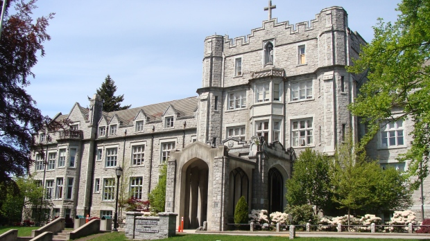 据《温哥华太阳报》、CTV、《环球新闻》等多家媒体报道,温西知名私立中学圣乔治中学(St.George'sschool)公开宣布,将会开除一些涉嫌种族主义的学生。圣乔治中学创校于1930年,位于加拿大温哥华西区核心地带,是加拿大最好的男子独立学校之一。在2019年的BC省中学排名中位列第9,近五年排名位列第4。圣乔治的学生在BC省省考成绩及学科表现皆十分优秀。St.George's有两个校区,分别招收小学1-7年级及中学8-12年级的学生,共有1...