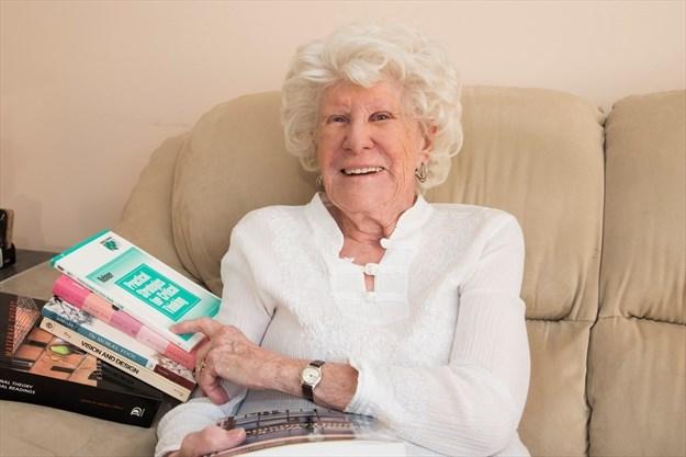 """99歲高中畢業、89歲研究生畢業…加拿大人詮釋著""""活到老學到老""""的真正意義!"""