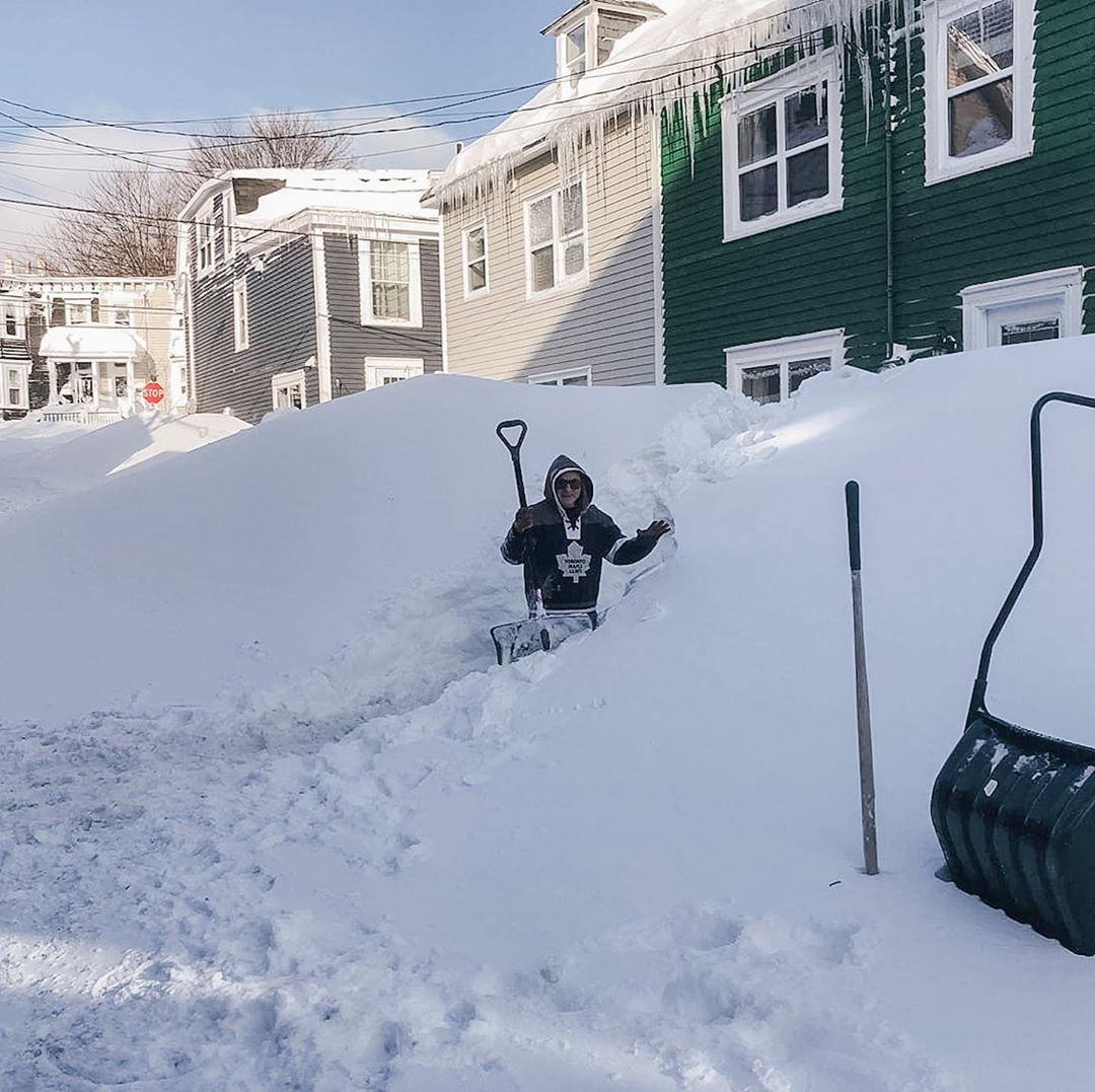 """触目惊心!2米厚暴雪""""活埋""""了这座加拿大城市,比温哥华惨百倍……军方已经出动"""
