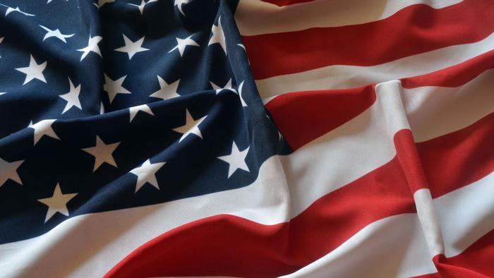 """美国是世界上唯一的超级大国,很多来自世界各地的人,都怀揣""""美国梦"""":希望能在美国学习、在美国工作、成为令自己、令亲友骄傲的""""新美国人"""",打拼出自己的崭新人生。这也是为什么,即便美国不那么好移民,但成千上万的人还是在尝试定居美国,甚至认为""""加拿大、澳大利亚、新西兰?这些只是美国的备胎,去不了美国的人,才会去那。""""毕竟,只有""""美国梦""""这个词汇,并没有""""加拿大梦""""、""""澳大利亚梦""""。美国身份,是世界最优等的身份?这听着很崇洋媚外,却是太多人的所思所想,包括很多华人。本文的主人公,31岁的华人T..."""