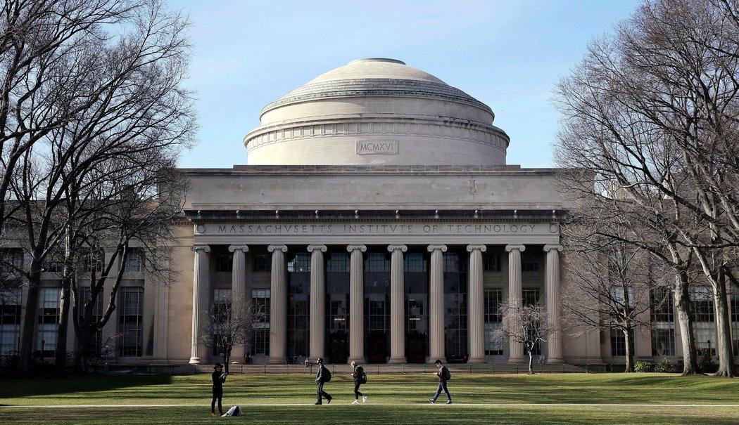 打起来了!哈佛和麻省理工保护留学生权利,起诉特朗普政府!