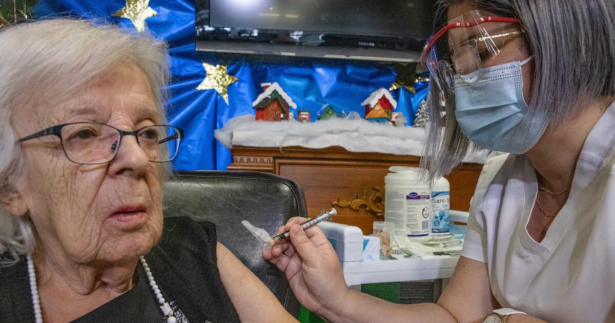加拿大首位接种疫苗者确诊!看了这图才明白:为啥东部疫情比BC严重那么多