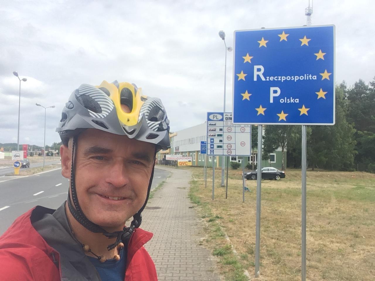 温哥华神人骑自行车环游欧洲26国,破世界纪录!骑行动机感人肺腑……