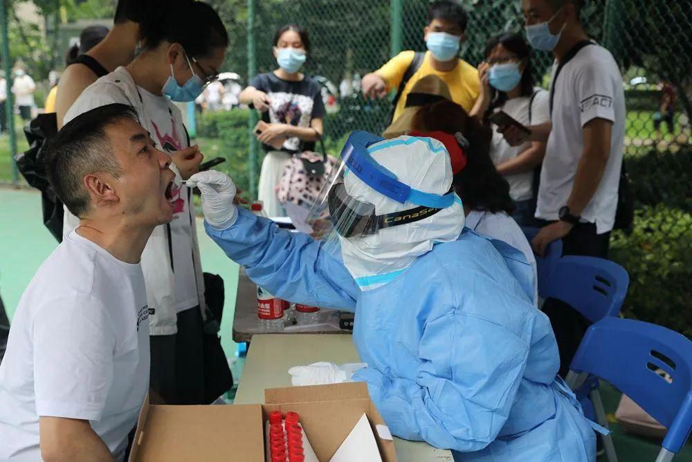 果断!武汉启动1100万人核酸检测!南京扬州航班、出租车全禁 23地进京火车停运
